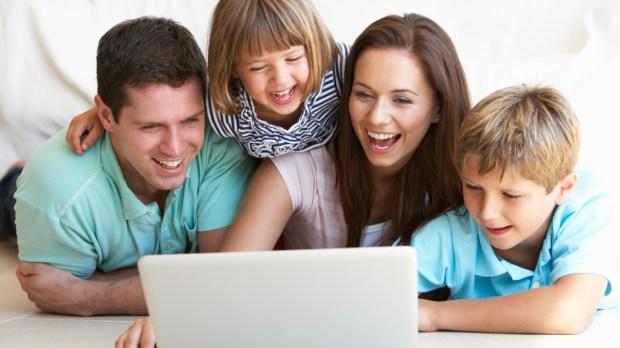 laptop, computer, family, children, parents, bed, sourire, joie