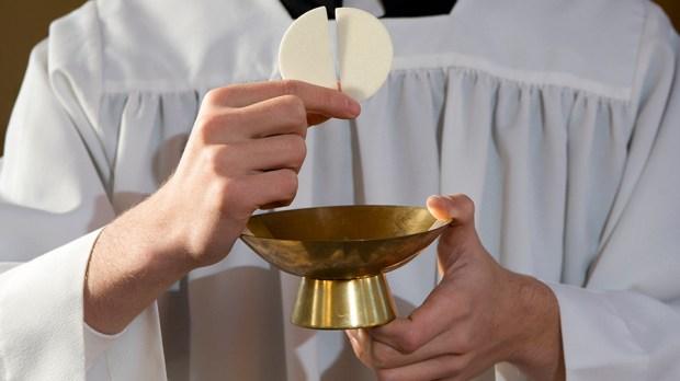 Most Holy Eucharist © Martin Podzorny / Shutterstock - fr