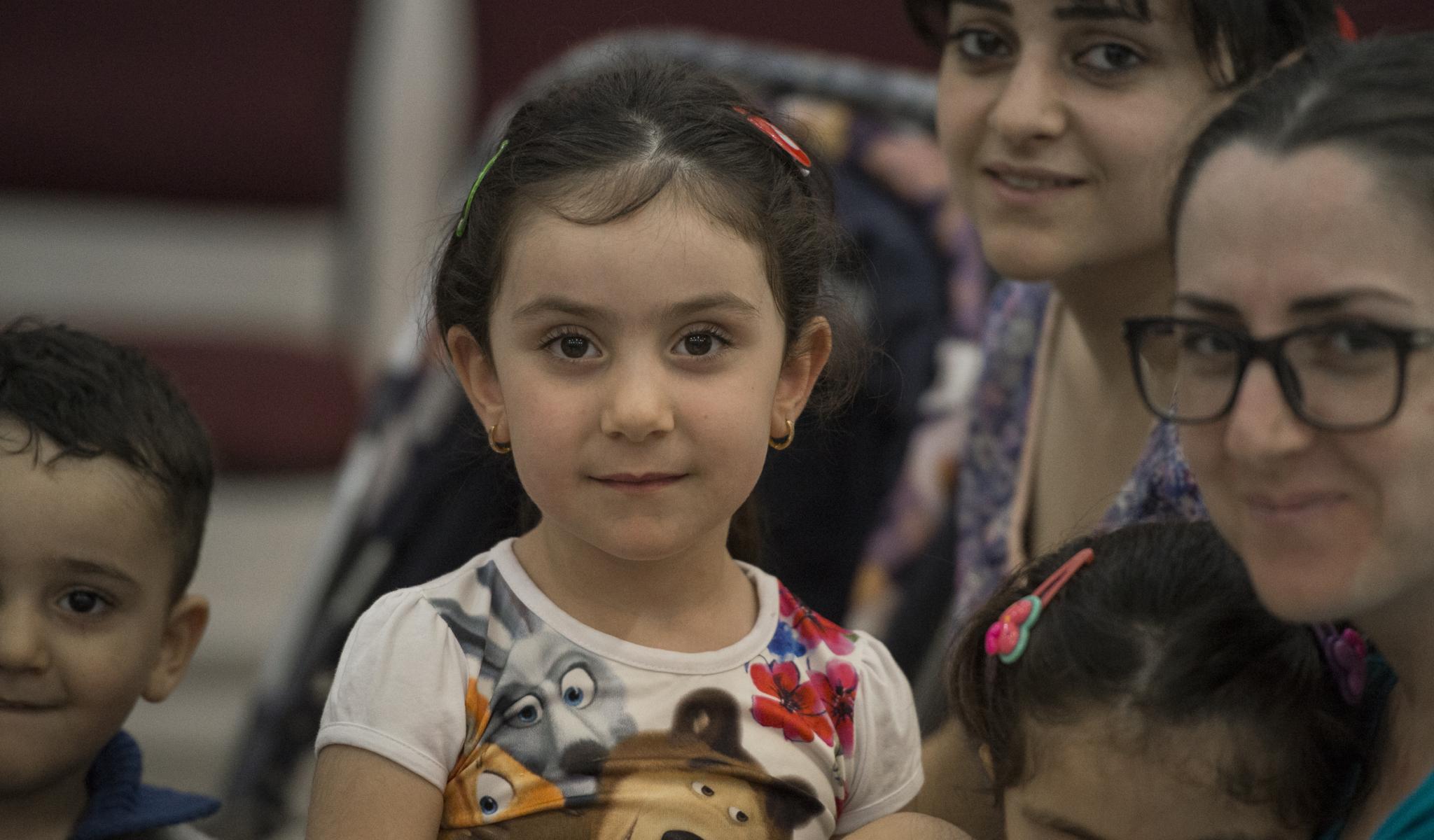 Mara, Anna, Alak et leurs enfants prennent quelques minutes pour partager leur témoignage de leur arrivée en Jordanie il y a 20 jours © Jeffrey Bruno