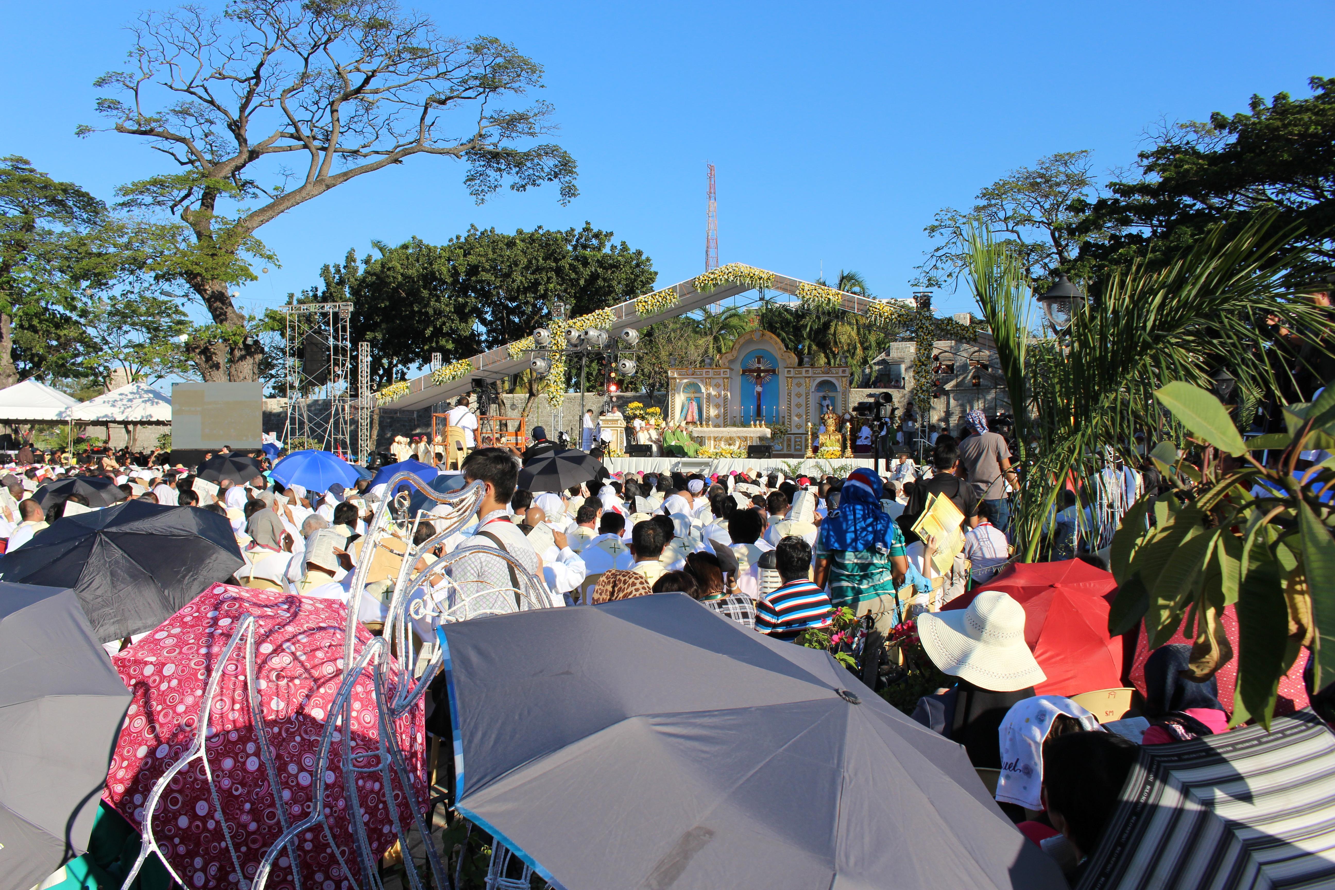 Messe d'ouverture du Congrès eucharistique international sur la place de l'Indépendance à Cebu (Philippines) © DR