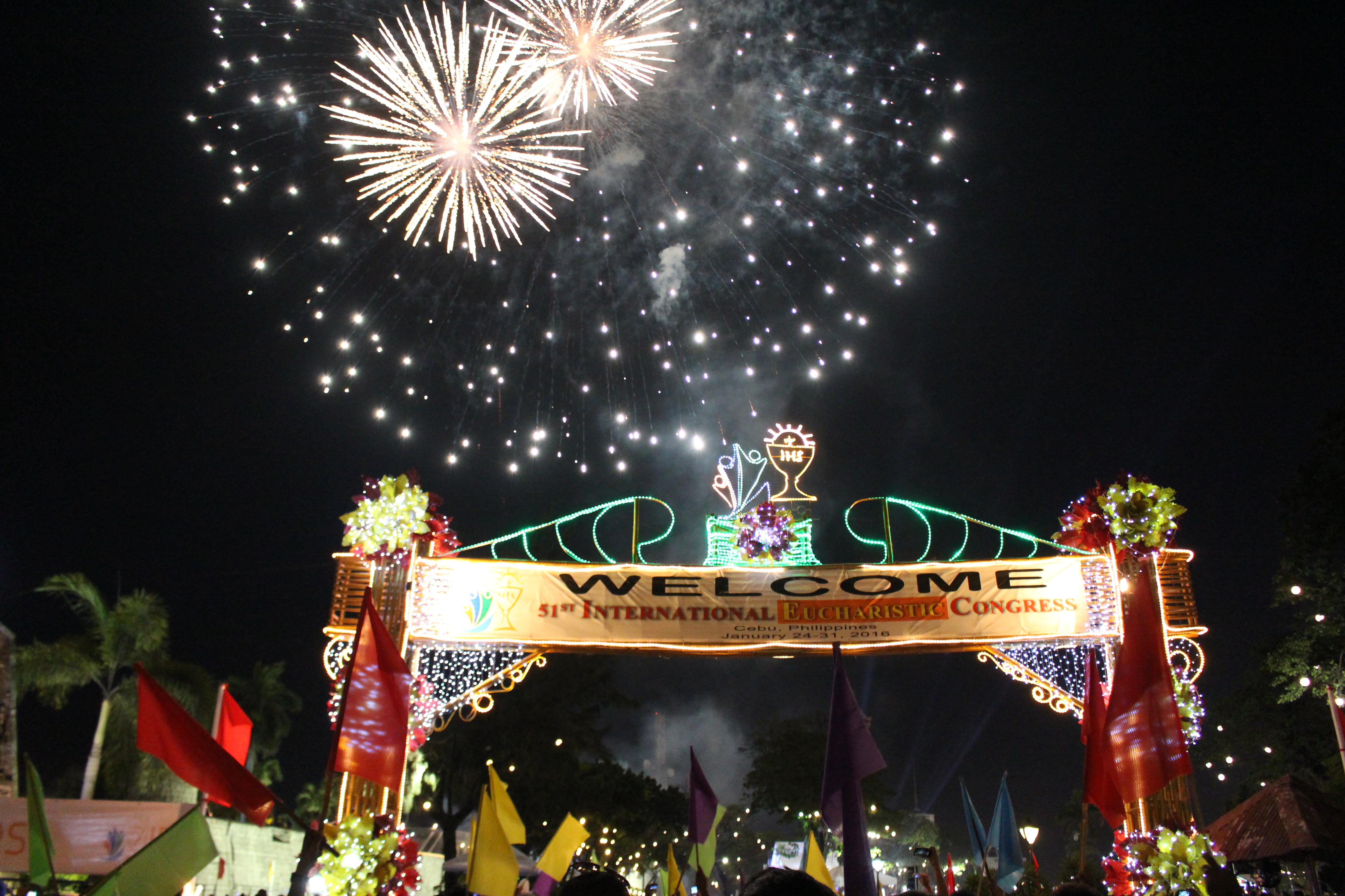 Un grand feu d'artifice a clos la messe d'ouverture du Congrès eucharistique international © DR
