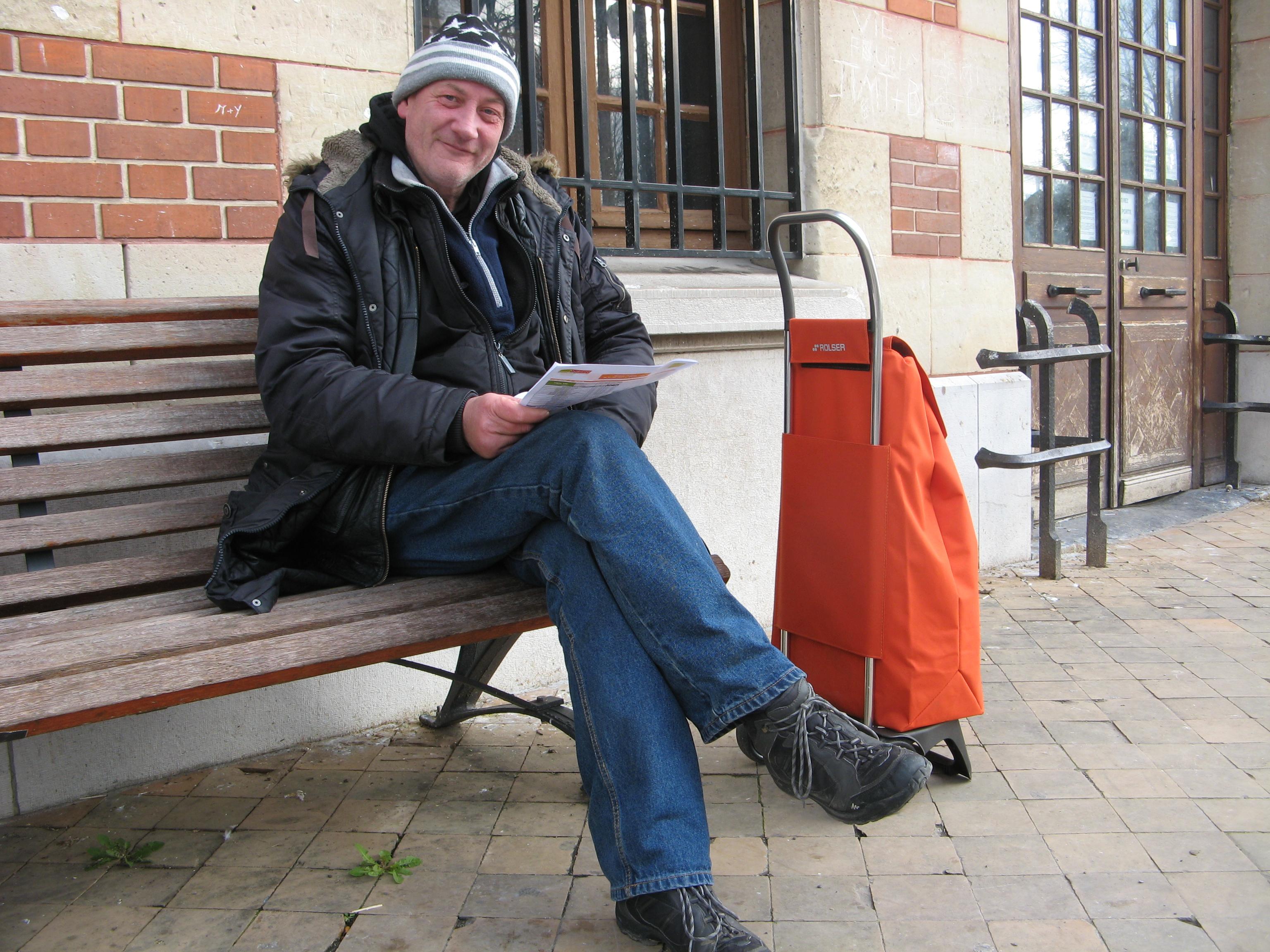 Ingo devant la gare de Senlis