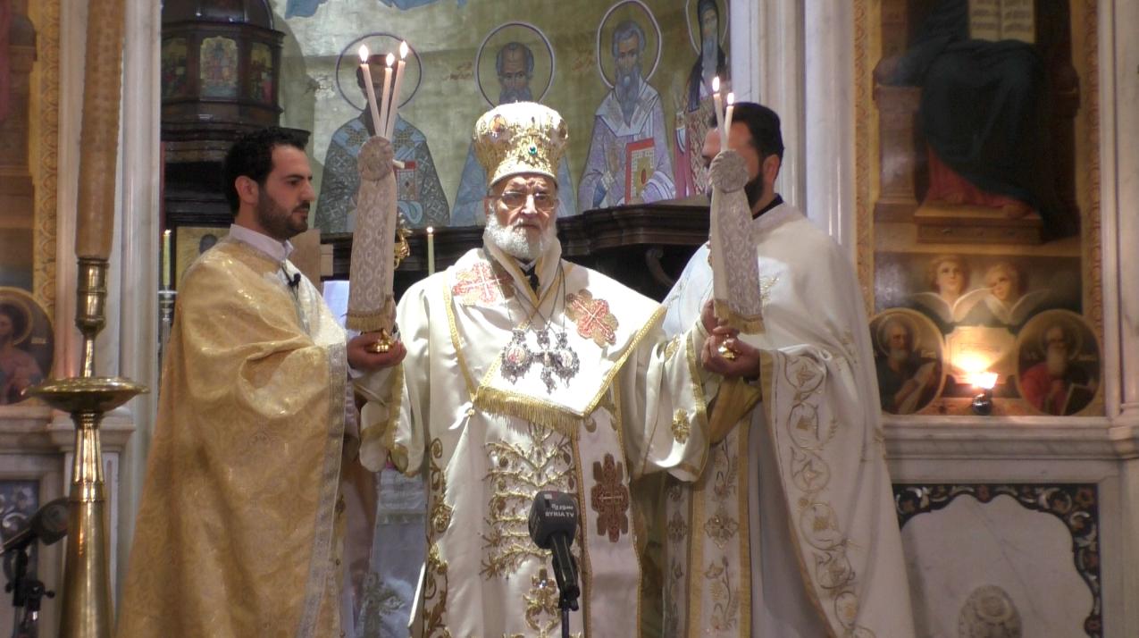 Grégoire III bénit les fidèles lors de la célébration de Pâques dimanche 27 mars