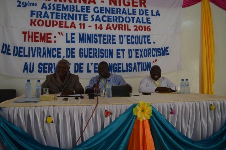 Les abbés Bernard Désiré Yanogo de l'archidiocèse de Ouagadougou et Baudouin Poda du diocèse de Diébougou