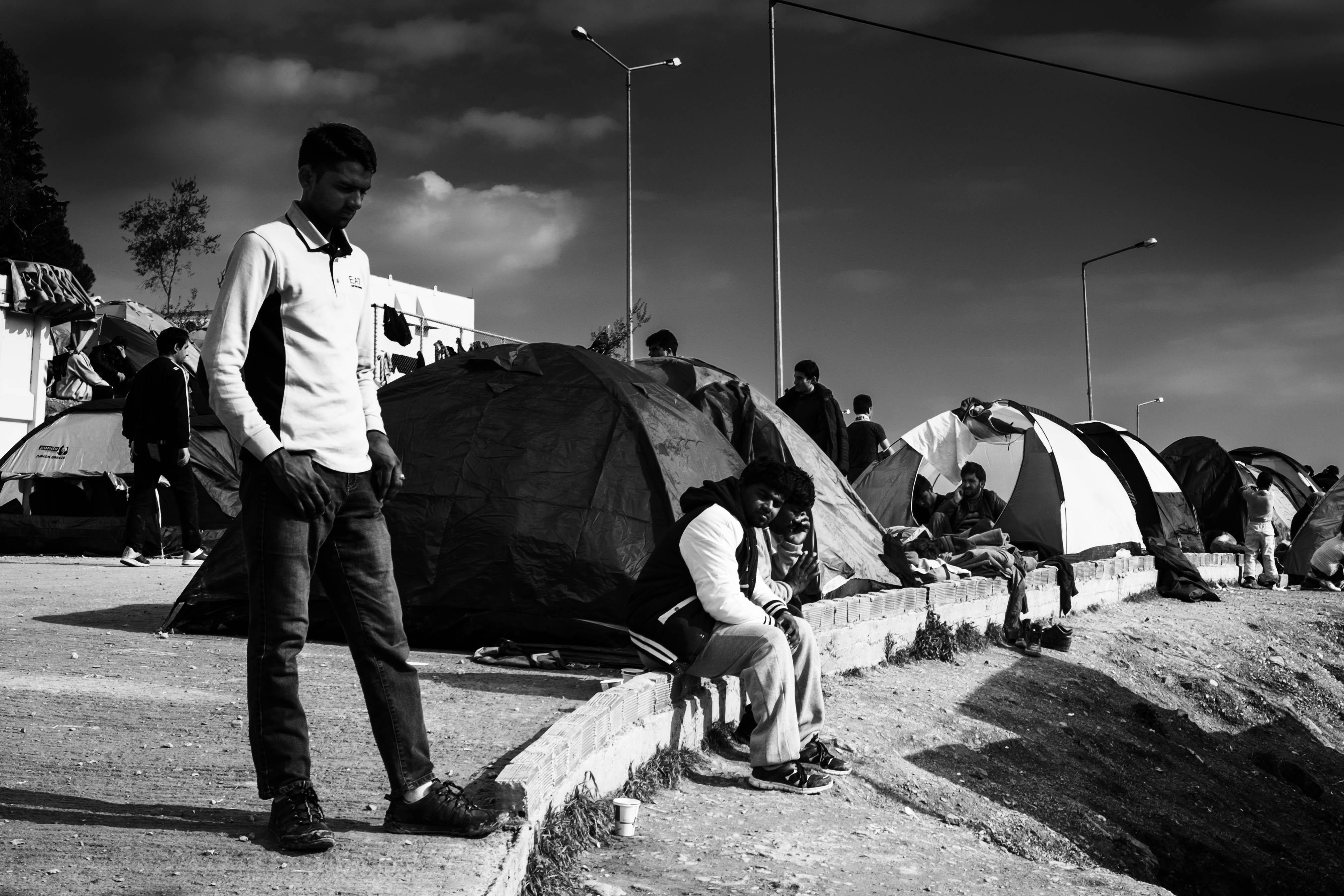 Des réfugiés dans le camp de Moria sur l'île de Lesbos le 30 janvier 2016 © Martin Leveneur