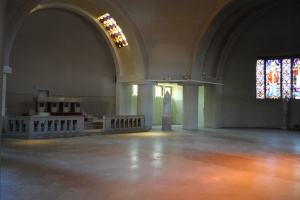 L'intérieur de l'église Art déco.
