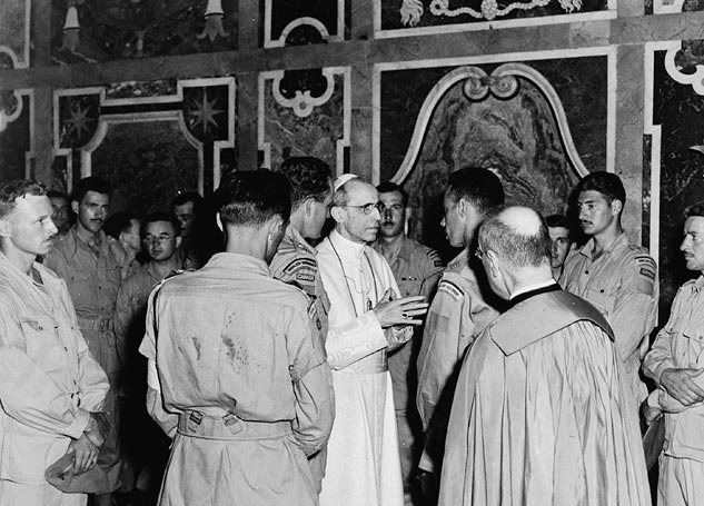 members_of_the_royal_22e_regiment_in_audience_with_pope_pius_xii