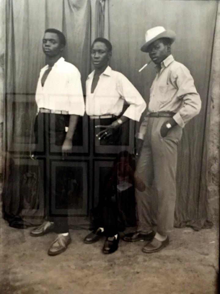 Seydou Keïta Sans titre, 1952-56 Tirage argentique moderne,180 x 120 cm, Genève, Contemporary African Art Collection © Seydou Keïta / SKPEAC / photo courtesy CAAC – The Pigozzi Collection, Genève