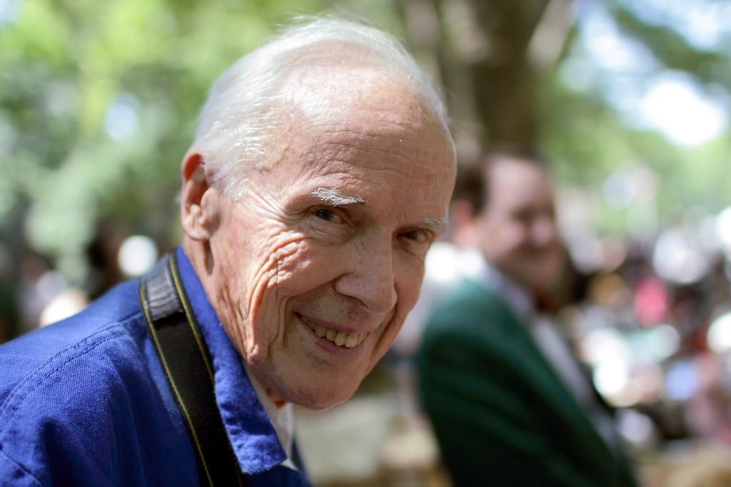 Fasciné par le sens du style des New-Yorkais qu'il croise chaque jour, il commence à les photographier. © Paul Stein
