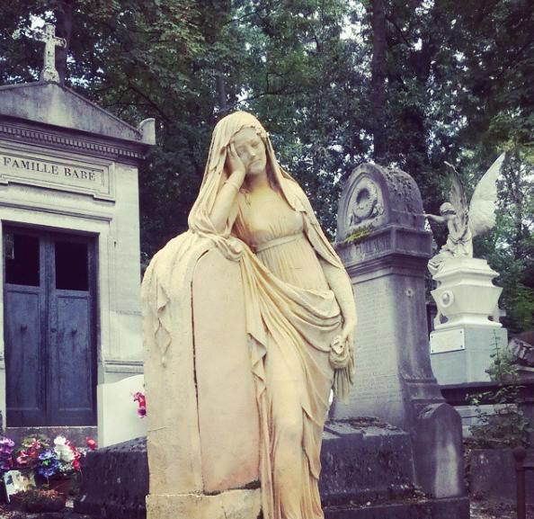 2. Un rendezvous au cimetière