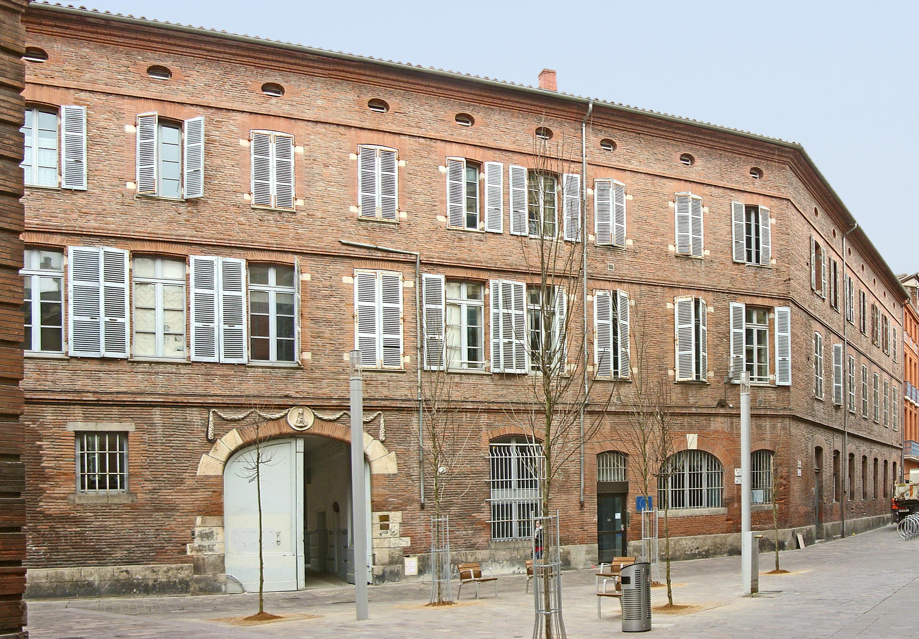 Collège de Foix (Toulouse). Façade et porche d'entrée. © Didier Descouens