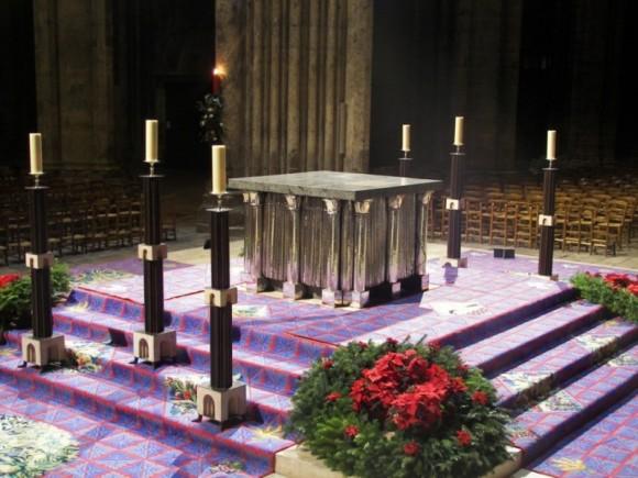 Goudji, Autel majeur de la cathédrale de Chartres, Argent, granit vert des Pyrénées, chêne de la forêt de Tronçais, 1993 © Goudji