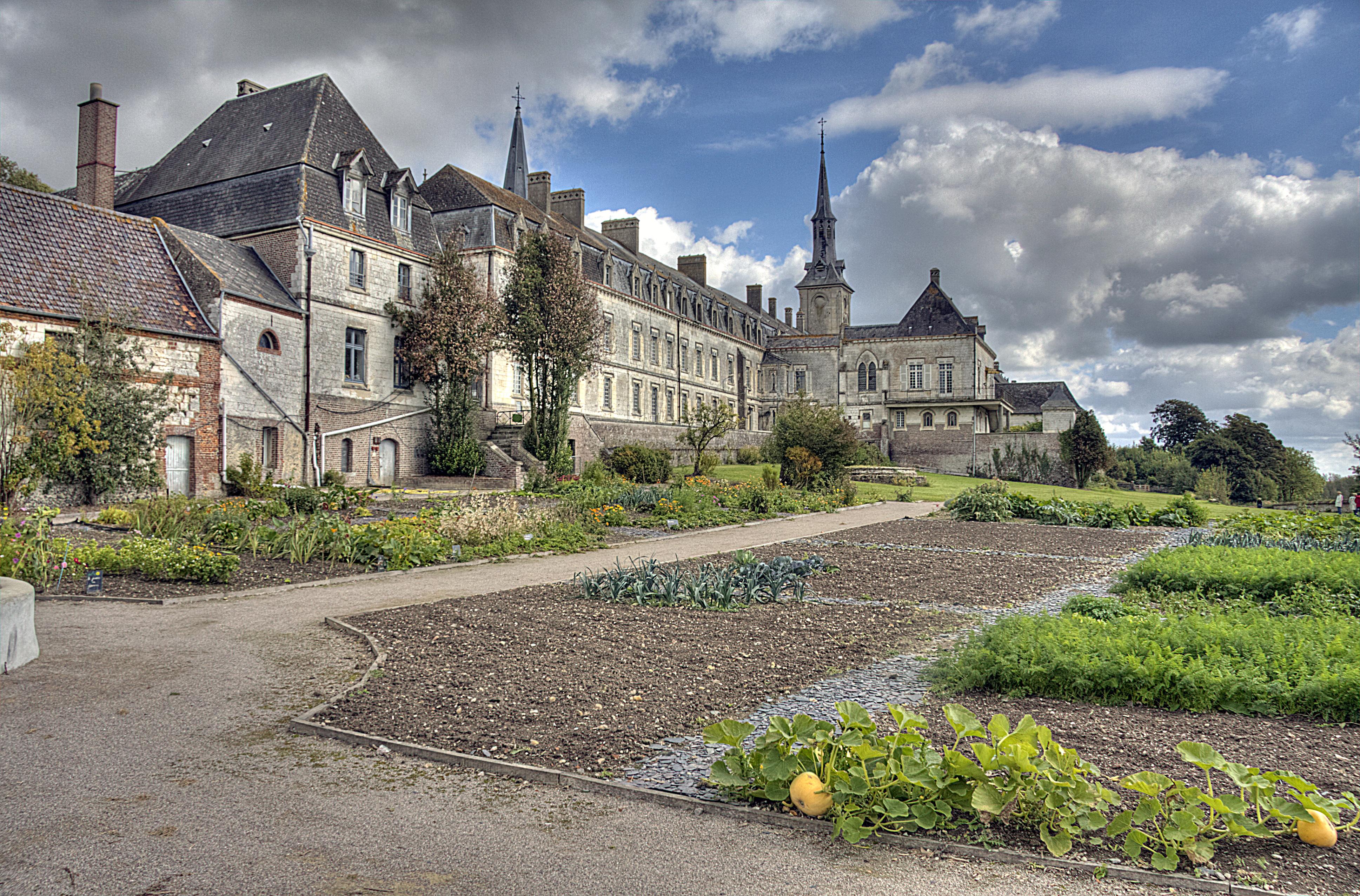 Chartreuse de Neuville (Neuville-sous-Montreuil) © Pir6mon
