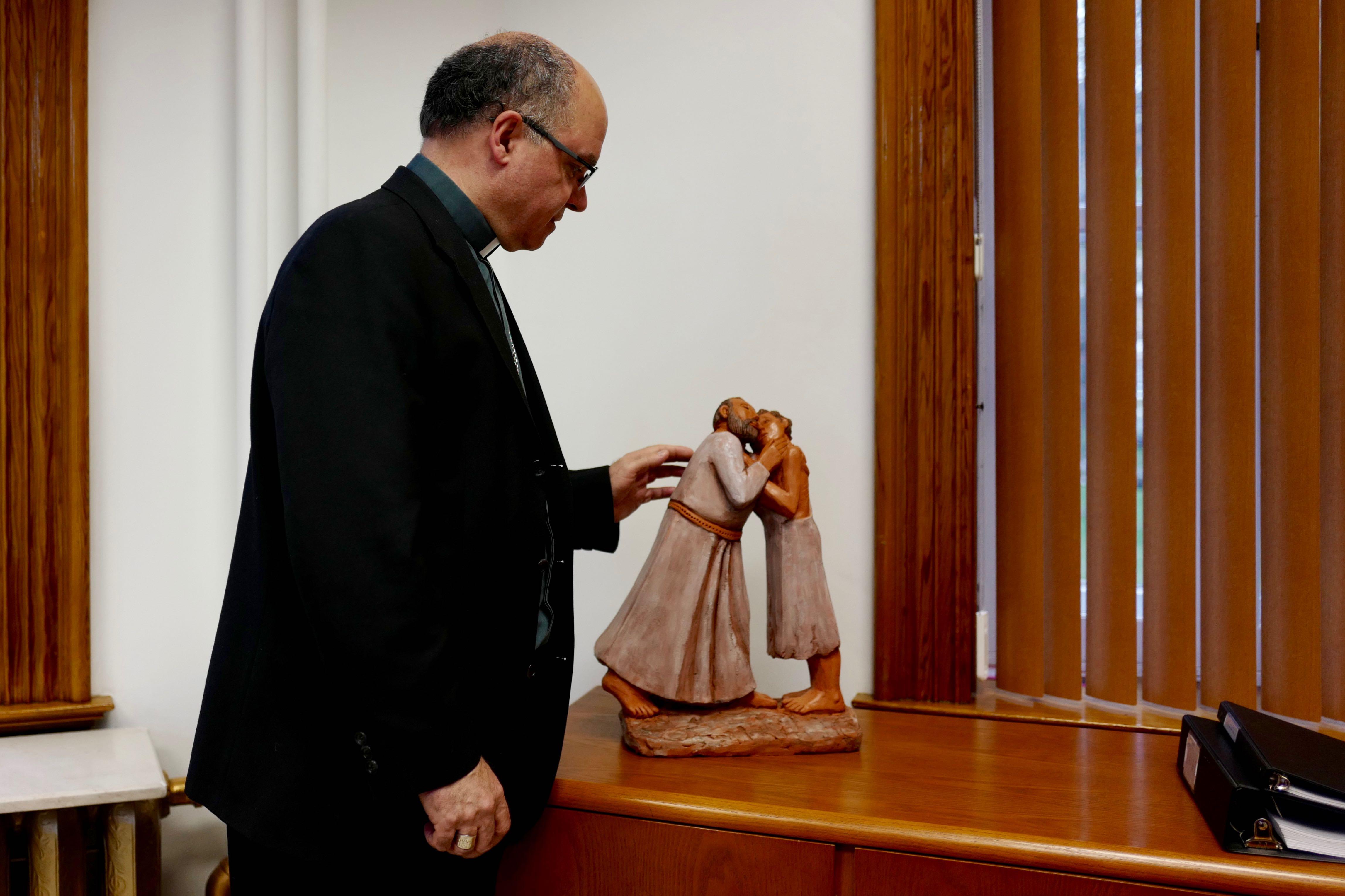 Mgr Denis Grondin archevêque de Rimouski au Canada dans son bureau ©Sabine de Rozieres - 1