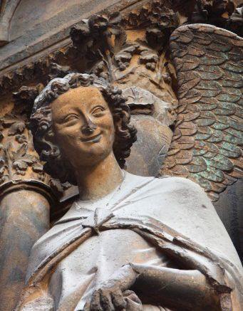1L'ange au sourire, première moitié du XIIIe siècle, Reims, cathédrale © DR
