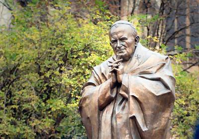 Zurab Tsereteli, Saint Jean-Paul II, chevet de Notre-Dame de Paris © Wikimedia