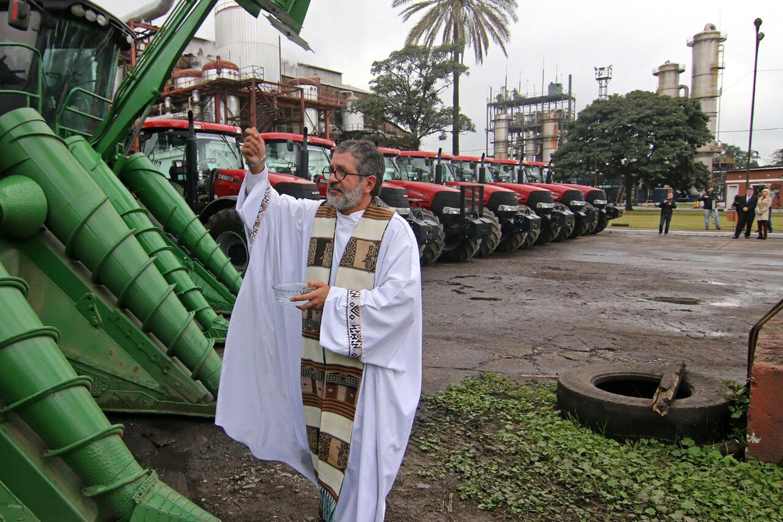 web-argentina-priest-juan-viroche-jose-romero-silva-twitter