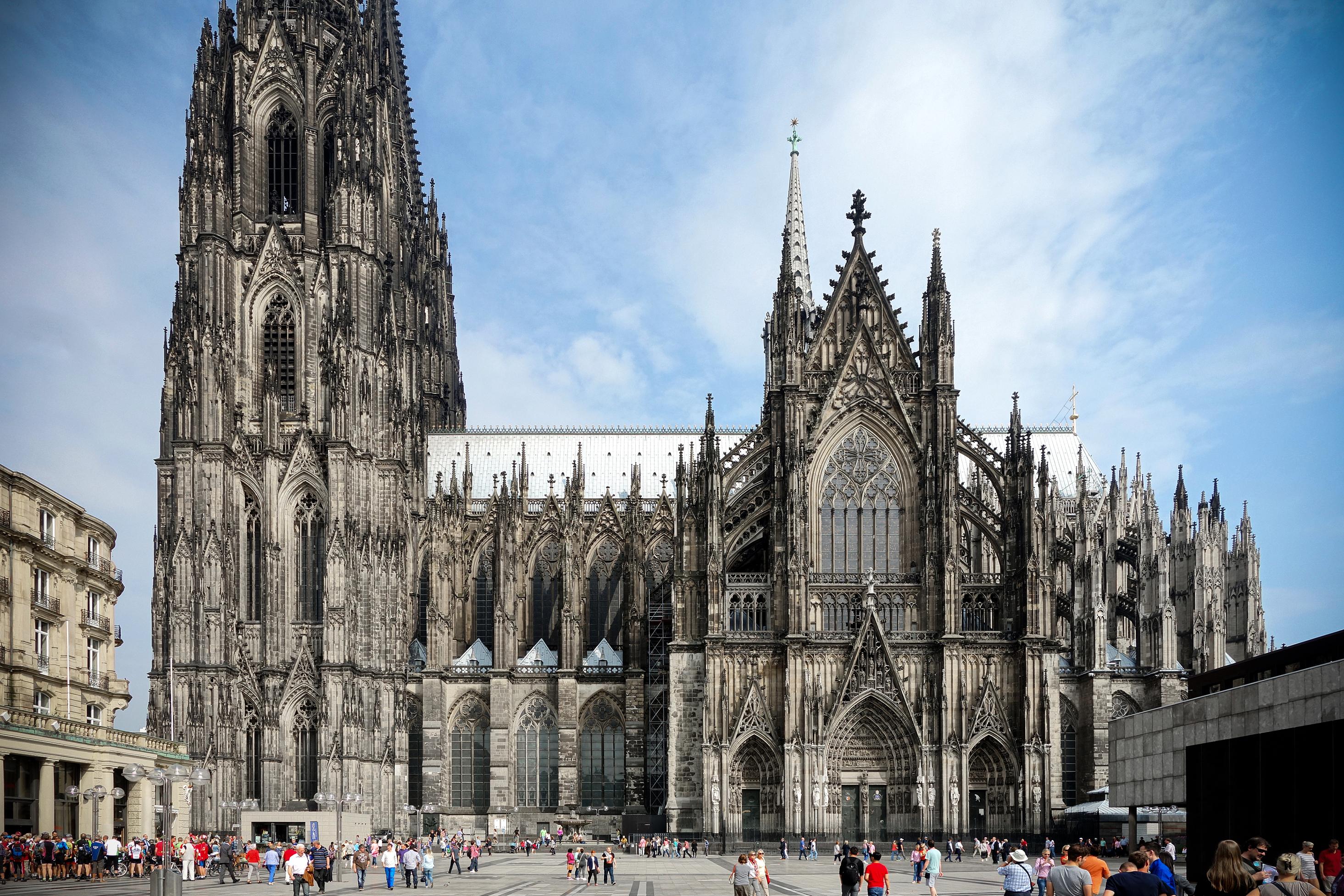 Cathédrale de Cologne, du XIIIe au XIXe siècle  @ Wikipedia