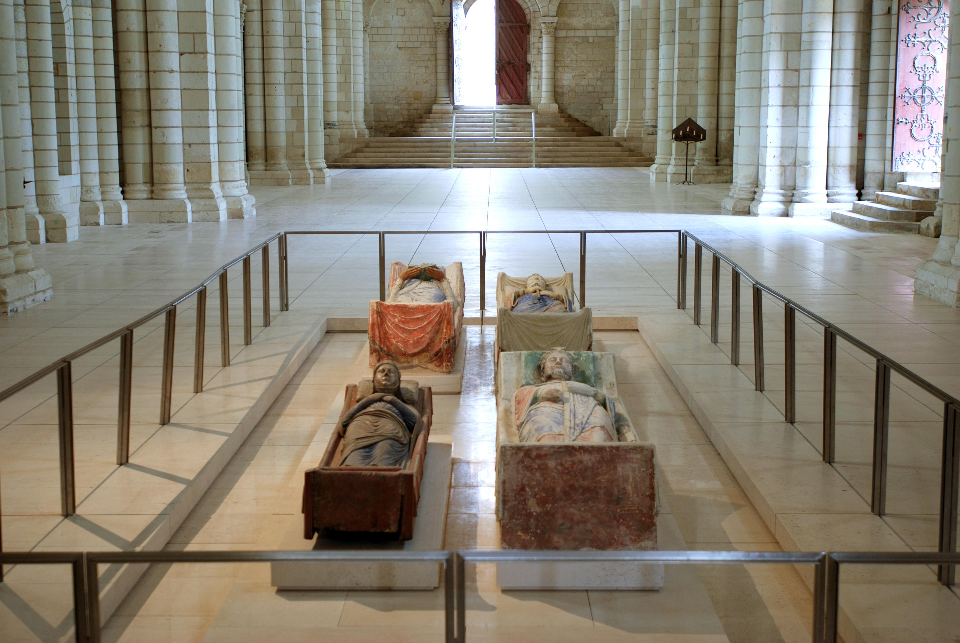 Gisants d'Aliénor d'Aquitaine et Richard Coeur de Lion à l'abbaye de Fontevraud