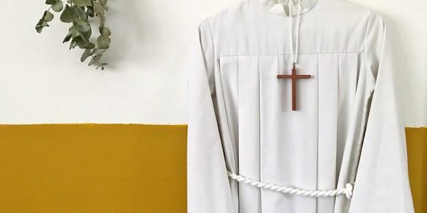 Où trouver une aube pour une profession de foi ?