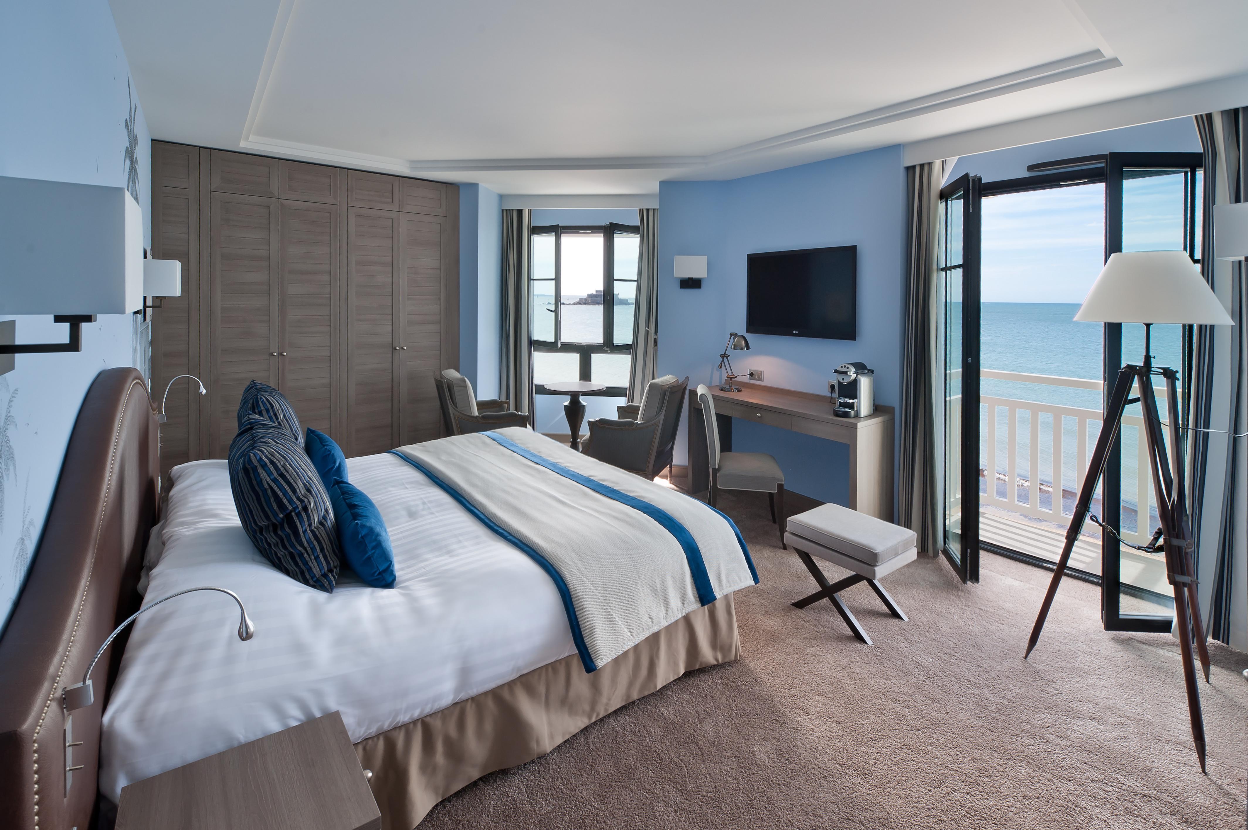 Le Nouveau Monde , hôtel sur le sillon de Saint-Malo