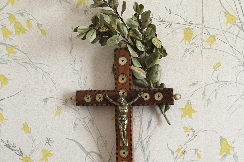 Croix avec un brin de rameaux