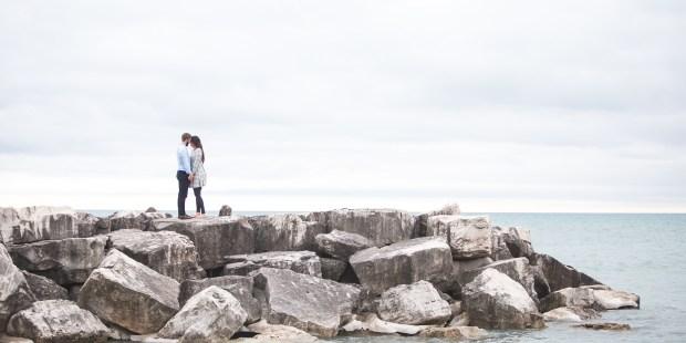 Couple face à la mer