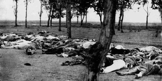 Cadavres d'Arméniens : photo prise par l'Église apostolique arménienne et transmise à Henry Morgenthau, 1915, près d'Ankara. © Wikipedia