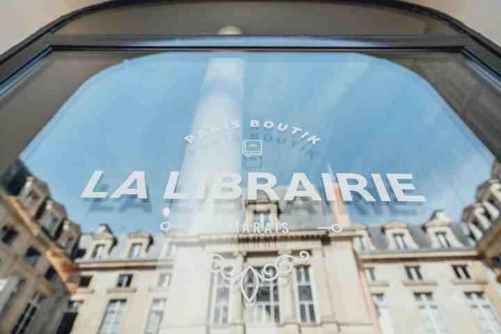 La Librairie du Marais : Une suite urbaine de 45m2 aménagée dans une ancienne librairie du quartier du Marais à Paris.