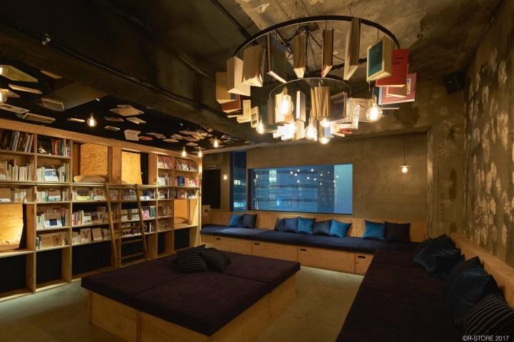 Le Book and Bed de Tokyo : Des couchettes pour lire et dormir à l'intérieur de la bibliothèque.