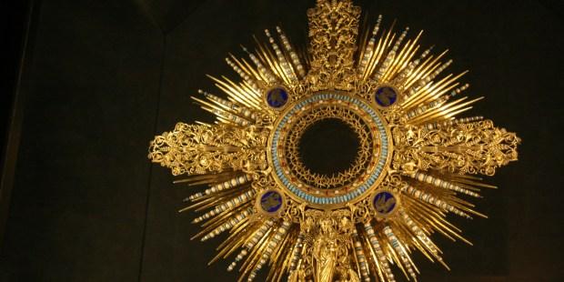 Ostensoir de Sainte Geneviève. Trésor de la cathédrale Notre-Dame de Paris © Wikipedia