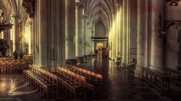 Intérieur de la cathédrale Saint-Rombaut de Malines, en Belgique.