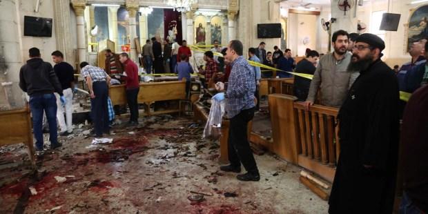 Attentat dans l'église Saint-Georges à Tanta, en Égypte, ce dimanche des Rameaux, le 9 avril 2017. © STRINGER / AFP