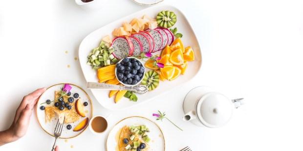 Assiettes avec variétés de nourriture, bonnes pour la santé