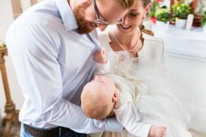 PARENTS AVEC BEBE BAPTEME