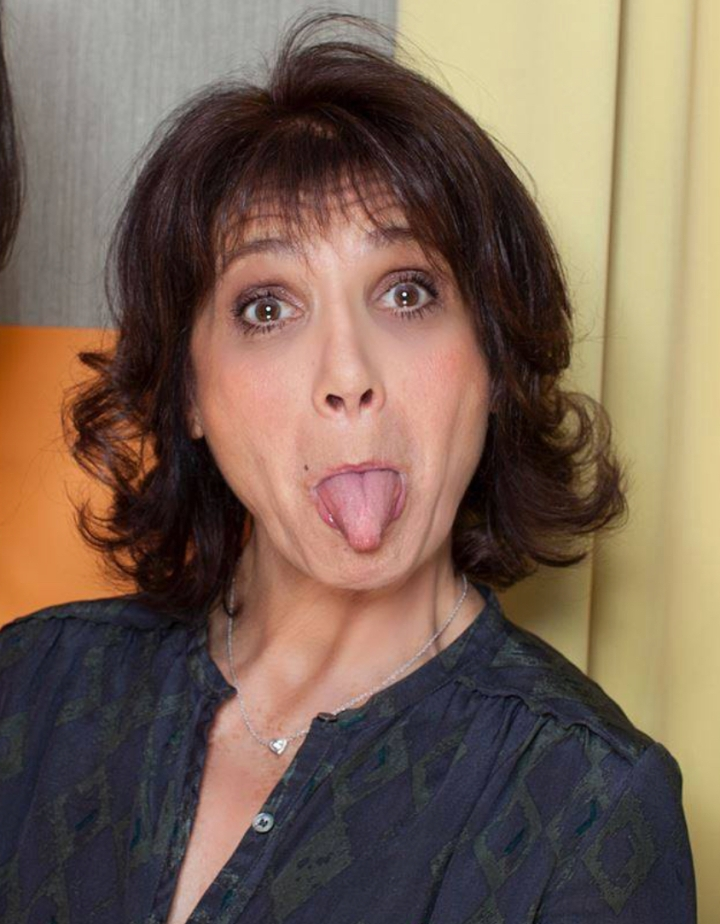 Stéphanie Fugain tire la langue à la maladie
