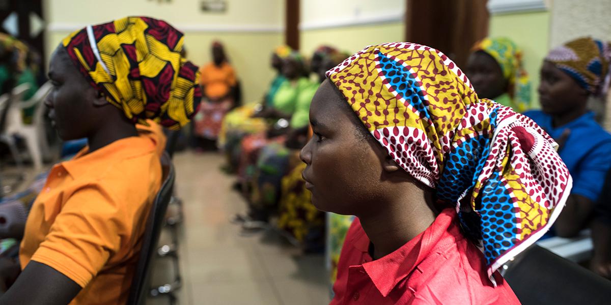 DES LYCÉENNES DE CHIBOK LIBÉRÉES PAR BOKO HARAM ATTENDENT À ABUJA