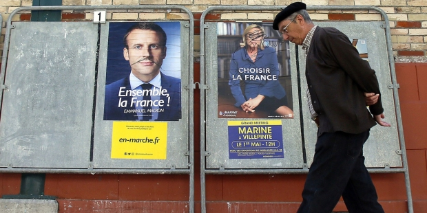AFFICHES ÉLECTORALES D'EMMANUEL MACRON ET DE MARINE LE PEN