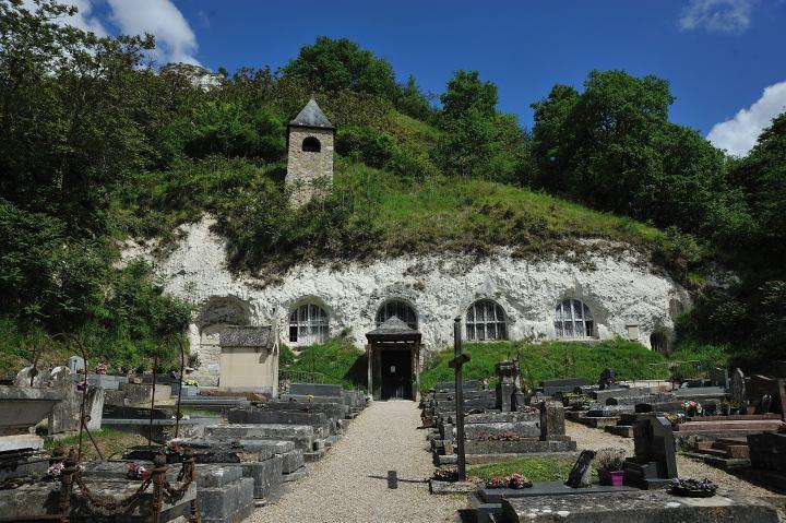 L'église troglodyte de l'Assomption d'Haute-Isle.