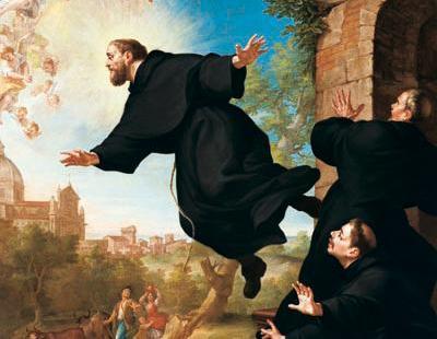 En images : le mystère des saints volants, entre grâce et épreuve
