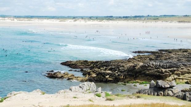SURFEURS DANS LA MER AUDIERNE