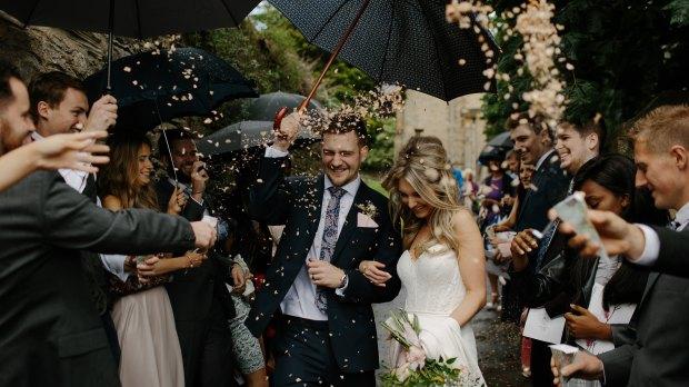 Mariage : lancer de confettis