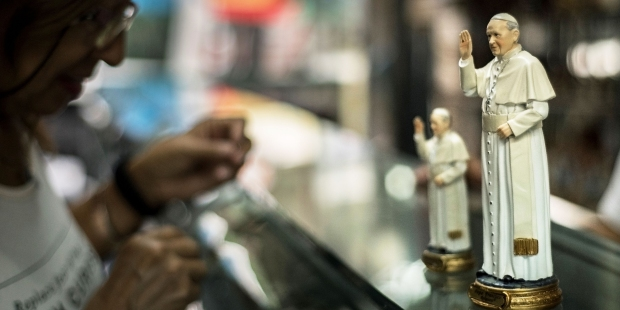 STATUpope francis dollCOLOMBIA