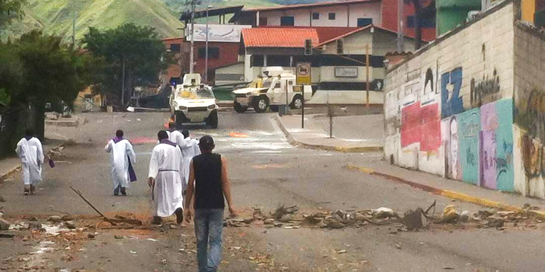 BOLIVIAN NATIONAL GUARD.PRIEST