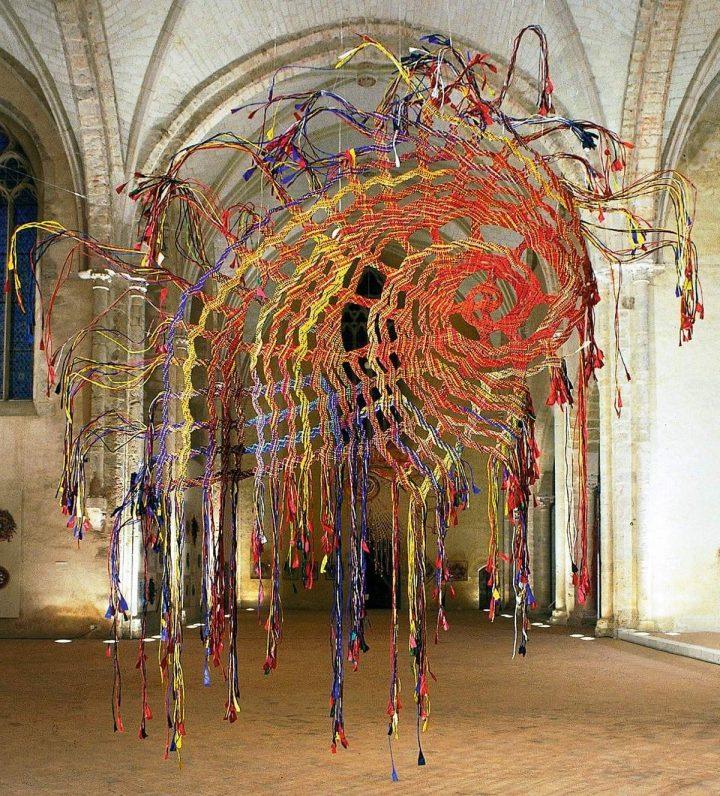 Saint-Martin-des-Champs  (10e)  :  Odon, Couleurs  et  murmures, Installation  sculpture  et  chant  par  Pierre-Samuel.