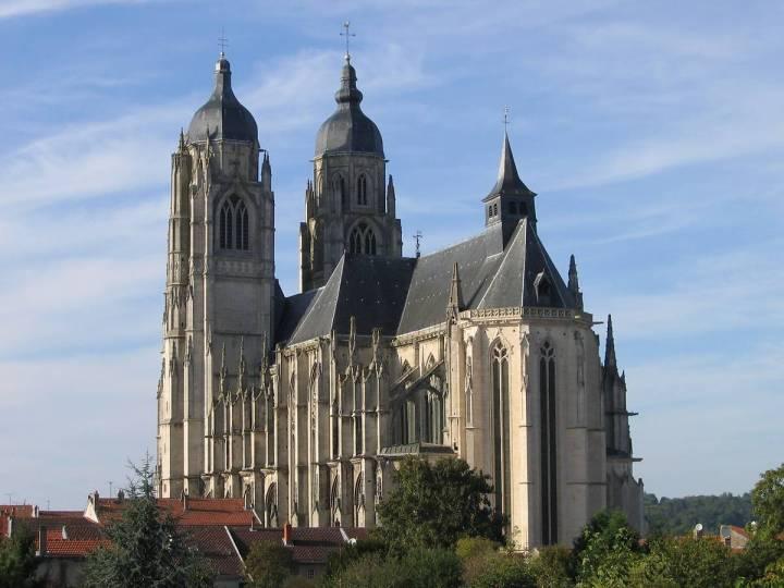 Basilique Saint-Nicolas-de-Port, de style gothique flamboyant, lieu de la grande procession de la saint Nicolas en Lorraine