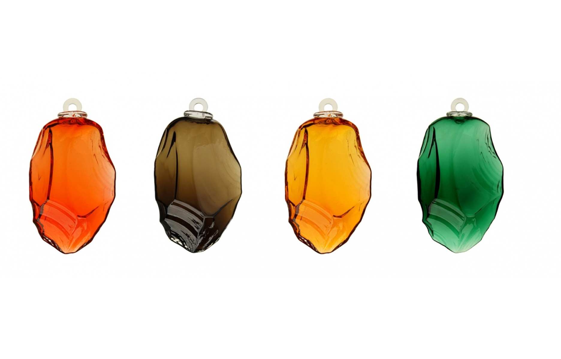 Boules de Noël contemporaines modèle SILEX, design Studio Monsieur à Paris, soufflées à Meisenthal, dans les Vosges du Nord