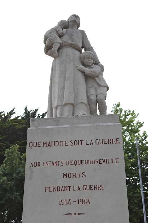 Monument aux morts pacifiste d'Equeurdreville dans la Manche