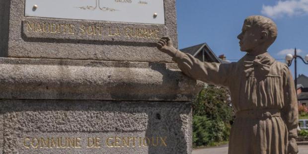 Monument aux morts pacifistes de Gentioux dans la Creuse