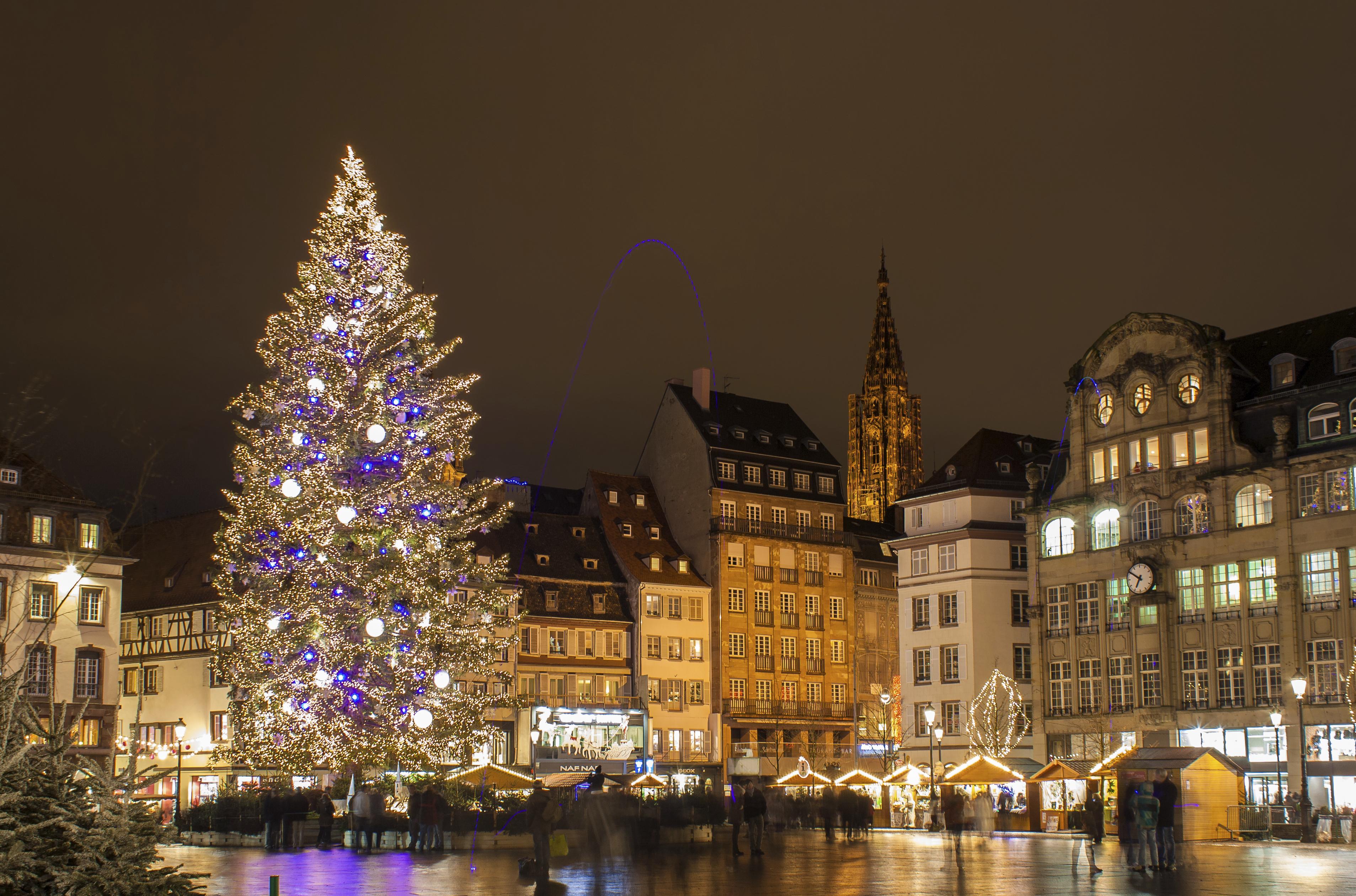 Strasbourg le Grand sapin de Noël place Kléber